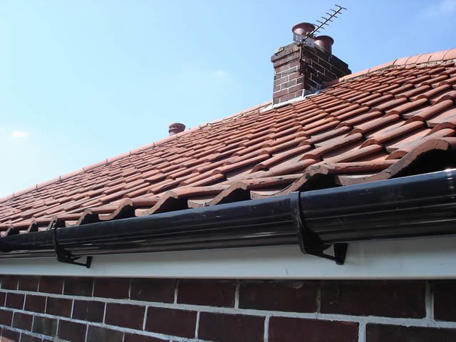 Step 5 | New Guttering installed during roofline installation process